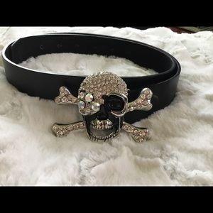 Accessories - Black belt with skull/crossbones buckle